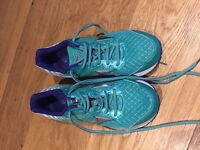 Mizuno Wave Rider 19 Ladies trainers in a size 6. Lovely green colour excellent condition