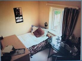 Small bedroom in shared house to rent near city