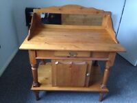 Traditional unit in excellent condition.