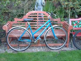 Ladies BSA Westcoast bicycle, 5 gears, thumb shift, front basket, stand