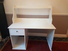 White ikea desk. Good condition.