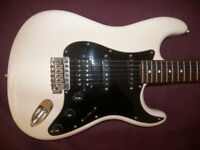 Fender Modern Player Stratocaster HSS / White & Black.