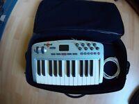 m audio oxygen 8 midi keyboard with gator soft case