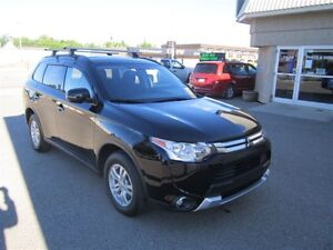2015 Mitsubishi Outlander SE - Heated seats 4x4 7 passenger