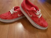 NIKE SB SHOES TRAINERS UK SIZE 4.5