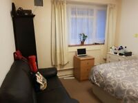 LARGE DOUBLE ROOM FOR RENT NEAR CENTRAL LONDON AVAILABLE NOW ALL BILLS INCLUDED -TIDY MODERN FLAT