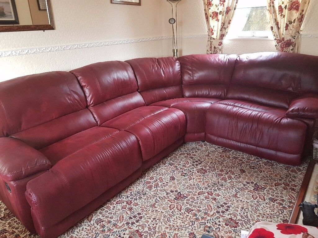 Reclining corner suite no marks or scratches not had it long to big for our room no offers