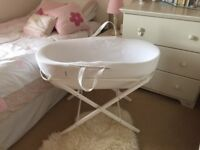 Shnuggle Waffle Moses Basket & Folding stand White - Immaculate Condition
