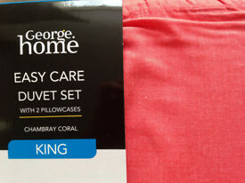 KING SIZE CORAL COLOURED DUVET SET Brand new Will Post