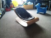 Baby lounger with carry case.