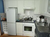 Two bedroom sunny flat with allocated parking central Aberdeen location with nice neighbours