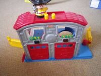 FISHER PRICE Little People Fire Station with sounds