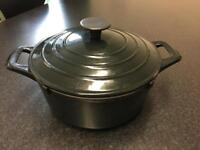 Cast Iron Dutch Oven pan