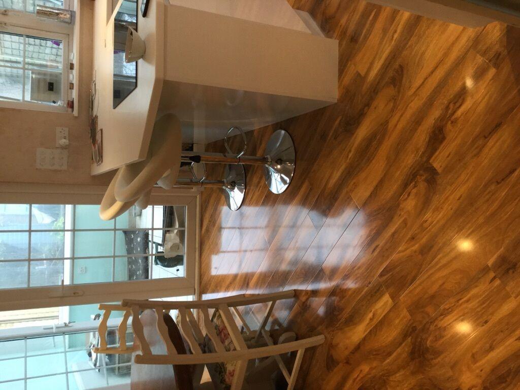 Dolce High Gloss Walnut Effect Laminate Flooring 1 19m Packs