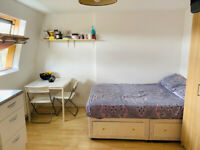 053T-WEST KENSINGTON- DOUBLE STUDIO FLAT, SINGLE PERSON, FULLY FURNISHED, BILLS INCLUDED - £220 WEEK