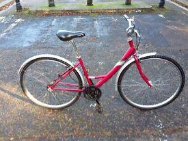Great modern vintage city bike. Easy to mount/dismount. Internal gearing Shimano Nexus