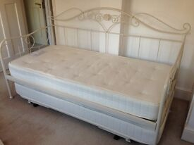 LAURA ASHLEY ALICE DAYBED