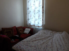 A LARGE ROOM to let at NORTHUMBERLAND ROAD near the CITY CENTR & THE SOLENT UNIVERSITY