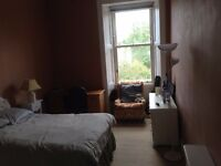 FRINGE ACCOMMODATION / Spacious Double Bedroom in Beautiful Central Flat