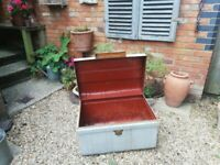 A GREAT LOOKING VINTAGE/ANTIQUE STEEL TRAVEL TRUNK/STEAMER IN NICE PRE-LOVED CONDITION