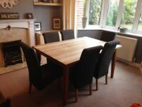 Solid Oak Table with two extendable leaves and 6 chairs