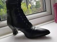 Stunning Victorian Boots UK Size 6