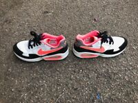 NIKE AIR TRAINERS SHOES SIZE 4 GOOD CONDITION