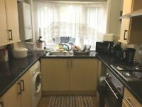 AN IMMACULATE TWO DOUBLE BEDROOM HOUSE CLOSE TO HEATHROW AND HAYES-IDEAL FOR A FAMILY-FURNISHED
