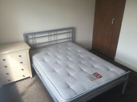 No Agency Fees & No Deposit ! Double room to rent in a house share