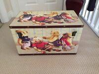 Child's toy box, l=30cm, D=30cm, W=30cm in excellent condition