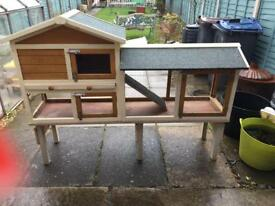 Beautiful off the ground Rabbit/guinea pig Hutch
