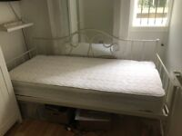 White Next daybed - single frame