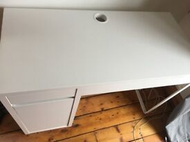 White desk in excellent condition