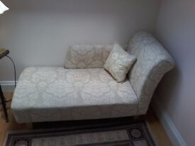 Chaise Lounge in cream/beige