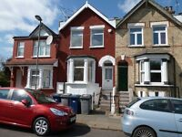 A SPACIOUS TWO DOUBLE BEDROOM DUPLEX CONVERTED FLAT CLOSE TO NEW SOUTHGATE STATION, BUSES & SHOPPING