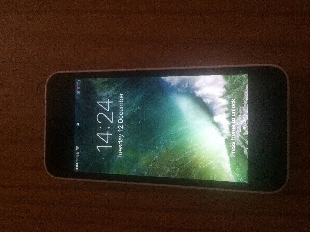 iphone 5c white on ee good condition fully