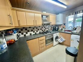 3 bed house to rent 2 bathrooms Thorncliffe Rd Hounslow, Southall UB2 5RH
