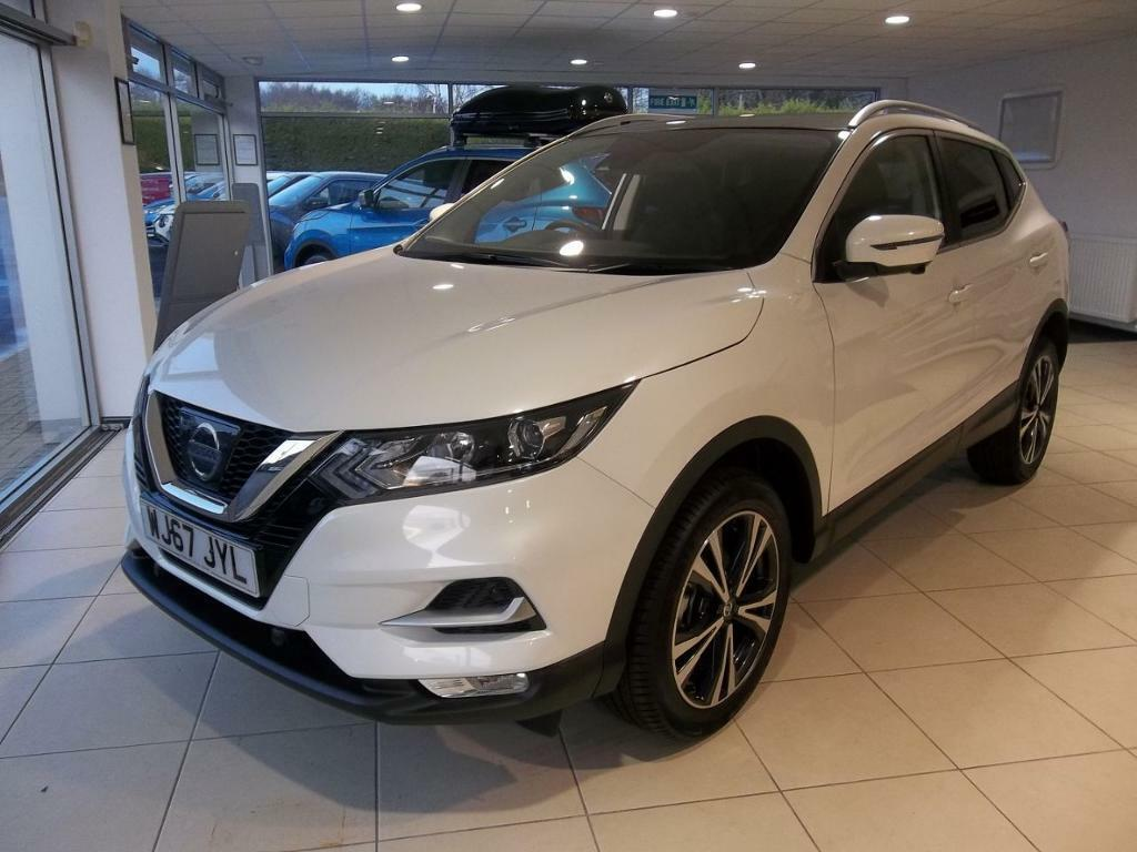 nissan qashqai 1 5 dci n connecta pan roof 5dr white 2017 in sidmouth devon gumtree. Black Bedroom Furniture Sets. Home Design Ideas