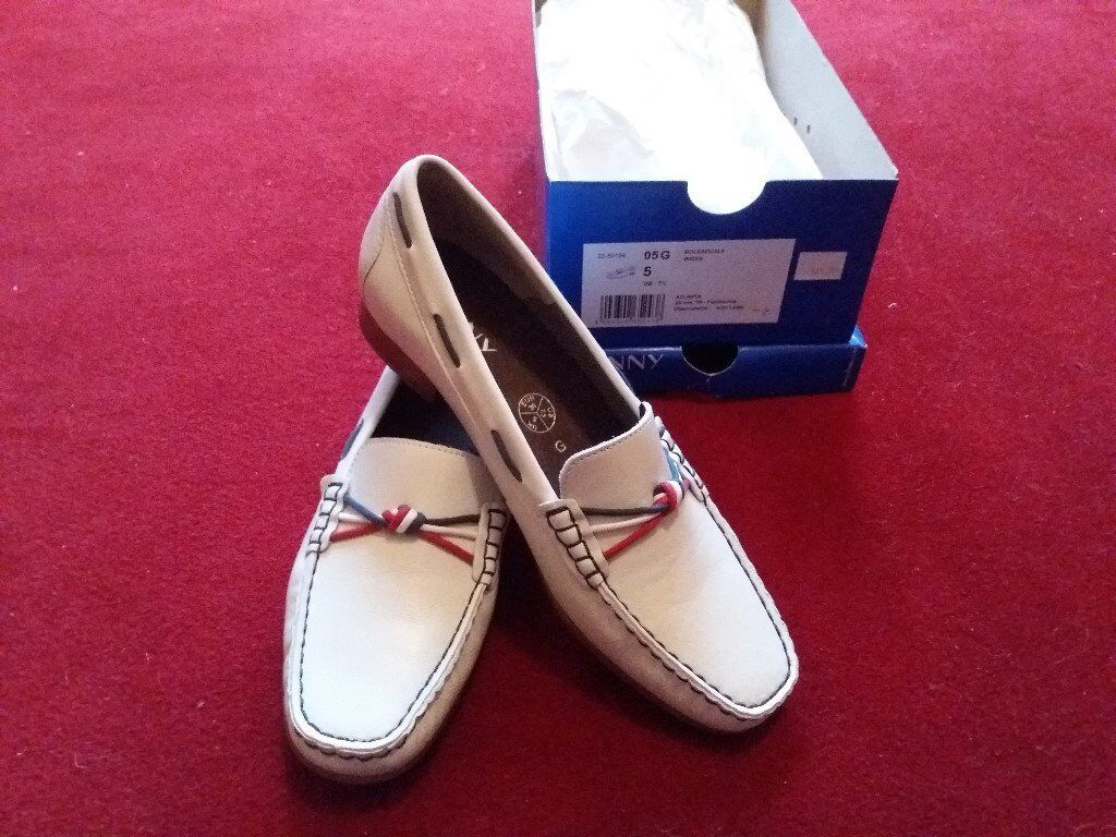 """NEW """"JENNY"""" WOMENS SHOES SIZE 5 D CASUAL LOAFERS SMALL HEEL WHITE LEATHER"""