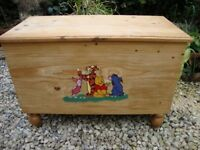 Solid Pine,Winnie The Pooh and Friends,Toy Chest.