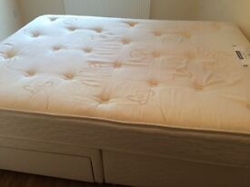 kingsize /double bed from sleepmasters mattress very good clean condition