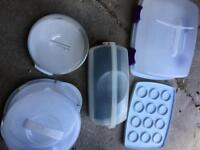 Plastic storage containers for cakes and bread