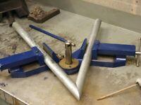 Adjustable corner welding clamp