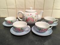 Cath Kidston tea set for 4 (1 teapot & 4 teacups)