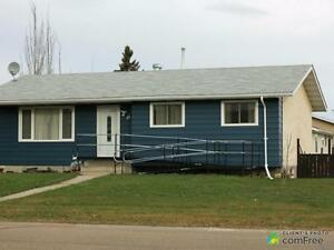 $220,000 - Bungalow for sale in Lamont
