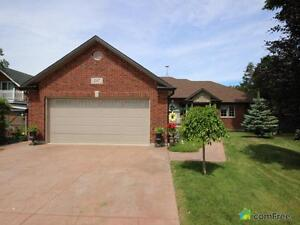 $435,000 - Bungalow for sale in Lakeshore