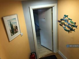 Studio flat in High Street, London, NW10 (#1092713)