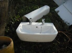 USED BATHROOM SUITE, SHOWER TRAY, 2 SINKS, 1 PEDESTAL, 2 BATHS,