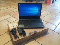 Dell Vostro 15 3000 Series, brand new! Charger + box and manuals! Windows 10