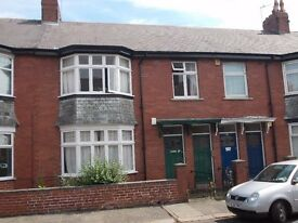 Heaton, comfortable 3 bedroomed upper flat